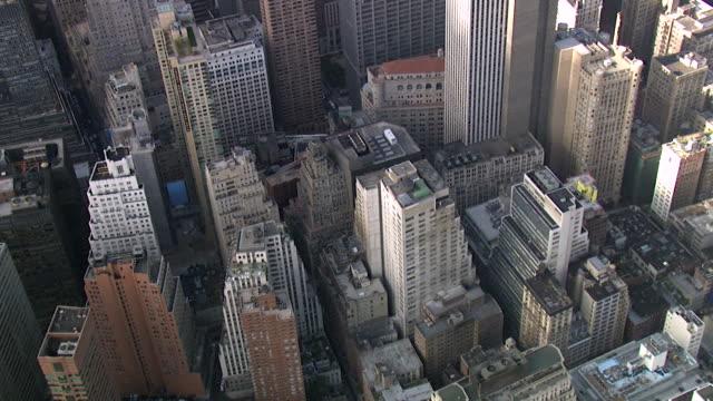 航空写真ビュー ダウンタウン マンハッタンの金融地区、ニューヨーク、アメリカ合衆国 - ナスダック点の映像素材/bロール