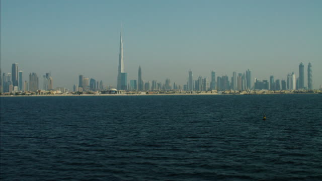 stockvideo's en b-roll-footage met aerial view dubai skyline burj khalifa persian gulf - perzische golf
