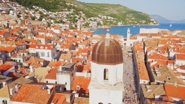 aerial view dubrovnik cathedral dome, town & bay - targa con nome della via video stock e b–roll