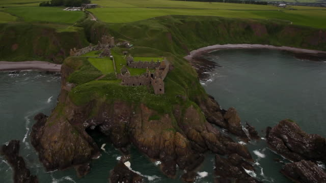 aerial view dunnottar castle landscape in scotland - 島点の映像素材/bロール