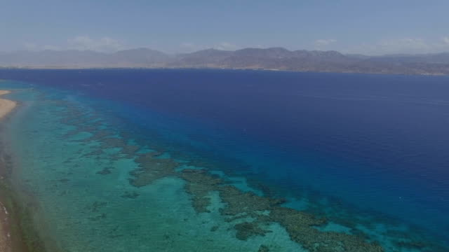 aerial view - eilat coral reef and gulf of eilat  - rotes meer stock-videos und b-roll-filmmaterial
