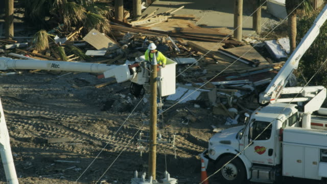 stockvideo's en b-roll-footage met aerial view emergency utility services trucks after hurricane - extreem weer