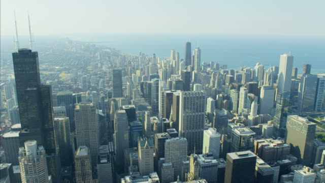 aerial view financial district downtown city skyscrapers chicago - sears tower stock-videos und b-roll-filmmaterial