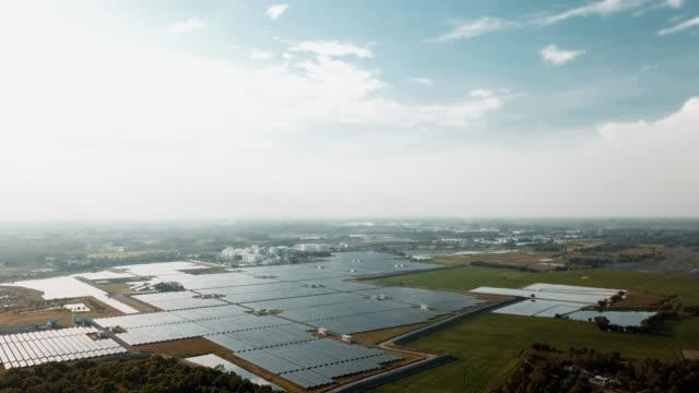 flygfoto flyger över stor solgård i thailand - 10 seconds or greater bildbanksvideor och videomaterial från bakom kulisserna