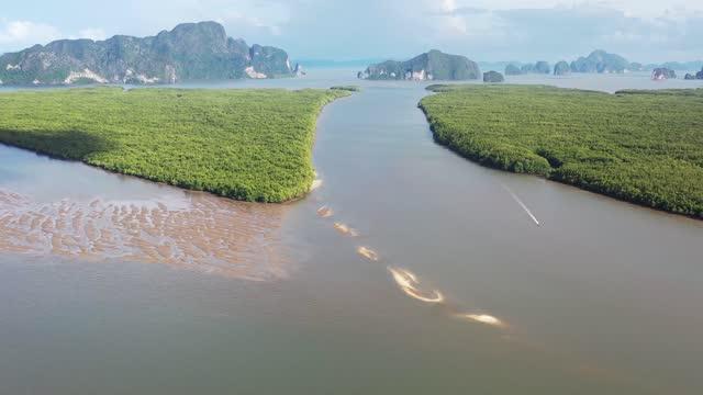 "vídeos de stock e filmes b-roll de 4k aerial view footage of :sam chong tai"" fisherman village in phang nga, thailand. - mar de andamão"