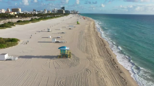 vídeos y material grabado en eventos de stock de aerial view from a drone shows an empty, closed beach as the city continues its efforts to prevent the spread of the coronavirus on march 24, 2020 in... - material grabado en eventos