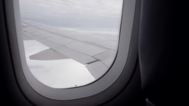 vídeos y material grabado en eventos de stock de vista aérea desde la ventana del avión - pasear en coche sin destino