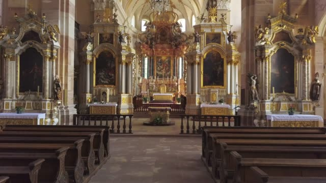 stockvideo's en b-roll-footage met aerial view from drone. flying inside the church. majestic baroque interior. - katholicisme
