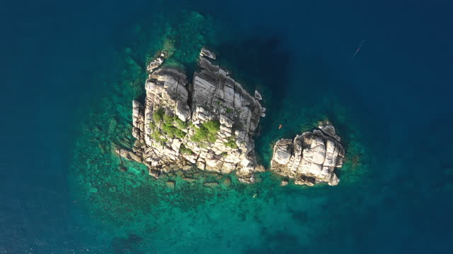 aerial view from drone over the ocean and rocks at the beach, kho tao island thailand flight over clear blue ocean water amazing low aerial shot above the sea. stock video - ko samui stock videos & royalty-free footage