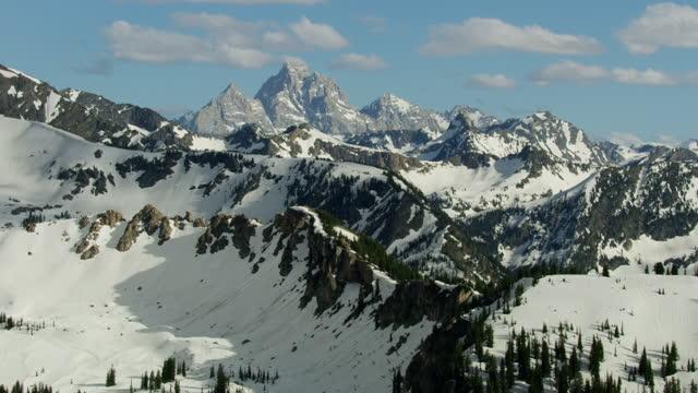 aerial view grand teton mountain range snow wyoming - mt moran stock videos & royalty-free footage