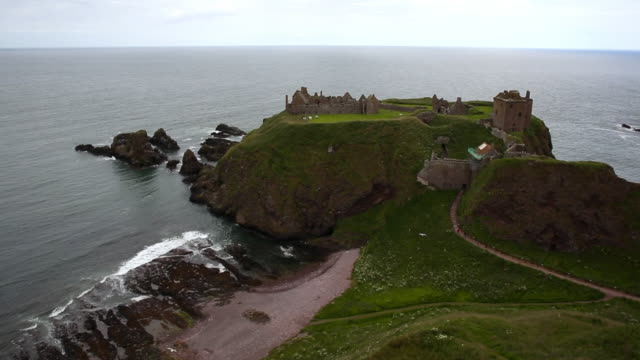 aerial view headland with dunnottar castle in aberdeenshire, scotland - bay of water stock videos & royalty-free footage
