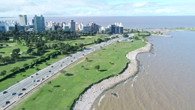 vídeos de stock, filmes e b-roll de aerial view, high angle view, punta carretas neighbourhood, montevideo's coastline, uruguay - uruguai
