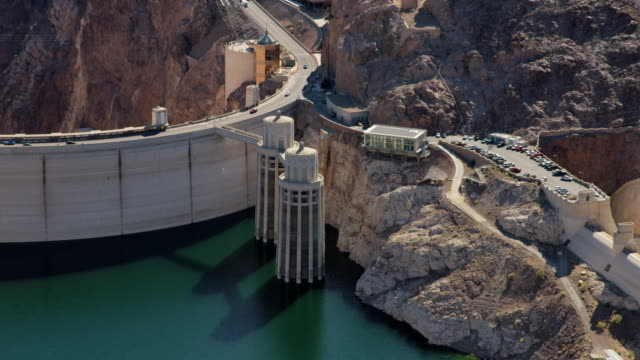 aerial view hoover dam and spillway nevada arizona - hydroelectric power stock videos & royalty-free footage