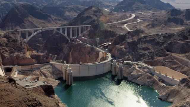 aerial view hoover dam in nevada arizona usa - hydroelectric power stock videos & royalty-free footage