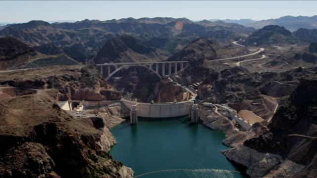 vídeos de stock, filmes e b-roll de aerial view hoover dam lake mead las vegas - represa hoover