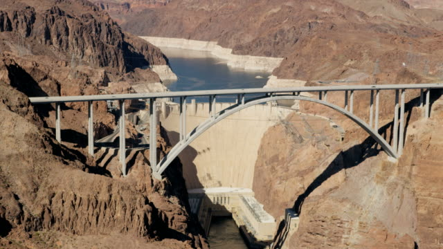 aerial view hoover dam  producing hydroelectricity nevada arizona - hoover staudamm stock-videos und b-roll-filmmaterial