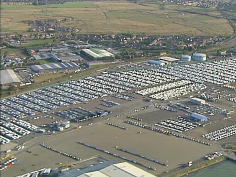 vídeos y material grabado en eventos de stock de vista aérea, cientos de coches nuevos en los puertos. ntsc, pal - export palabra en inglés