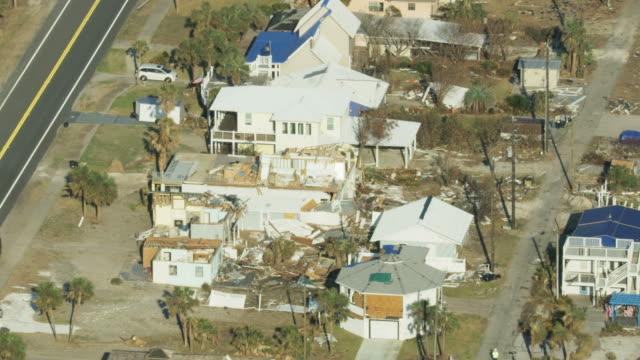 vídeos y material grabado en eventos de stock de aerial view hurricane devastation property roofs ripped away - catástrofe natural