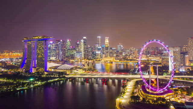 aerial view hyperlapse 4k video of the marina bay sands in singapore. - jachthafen stock-videos und b-roll-filmmaterial