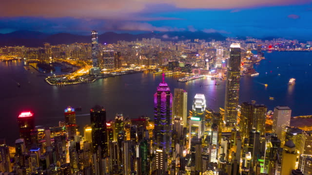 stockvideo's en b-roll-footage met aerial view hyper-lapse beelden van central district en het international finance centre (ifc building) in victoria harbour en waterfront hong kong - hongkong