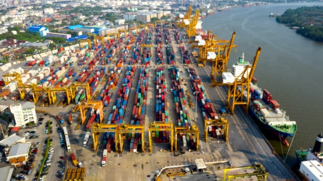 vídeos de stock e filmes b-roll de aerial view hyper-lapse or time-lapse of industrial port with containers ship - cais estrutura feita pelo homem