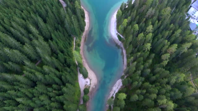 aerial view lake braies in italy - trentino alto adige südtirol video stock e b–roll