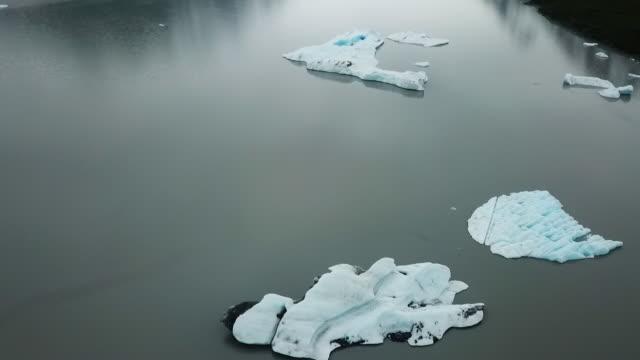 aerial view lake, glacier & mountains in alaska - 国有林点の映像素材/bロール