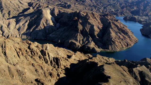 aerial view lake mead desert mountain landscape nevada - lake mead video stock e b–roll