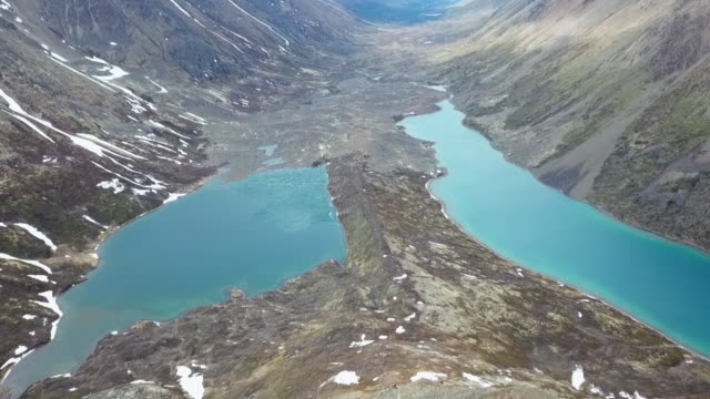 aerial view lakes and mountain range - seeufer stock-videos und b-roll-filmmaterial