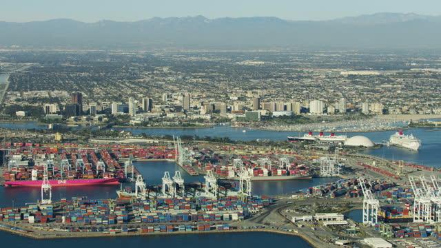 vídeos y material grabado en eventos de stock de aerial view long beach container port cruise terminal - long beach los ángeles