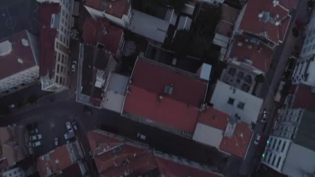 aerial view looking down on the kadikoy rooftops. istanbul. turkey. - イスタンブール 金角湾点の映像素材/bロール