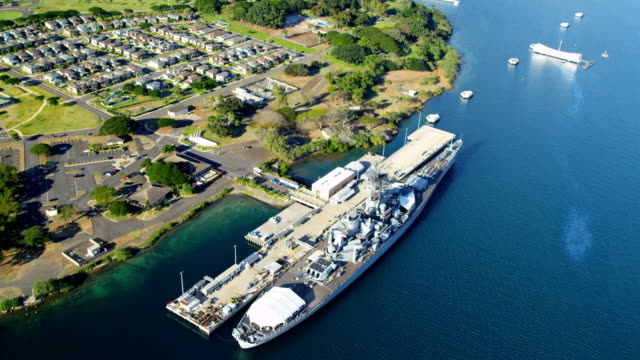 aerial view memorial us battleships pearl harbor hawaii - hawaii inselgruppe stock-videos und b-roll-filmmaterial
