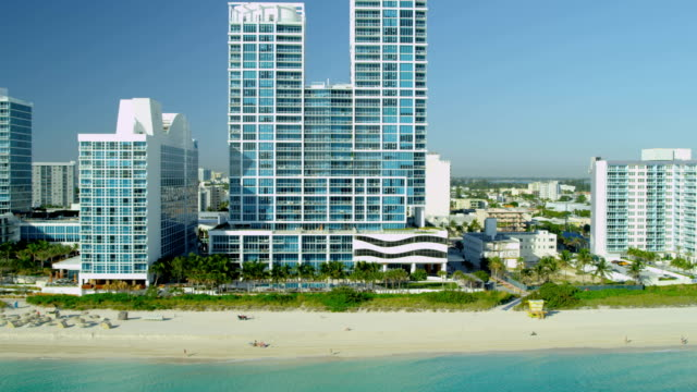 aerial view miami south beach vacation resort hotels - biscayne bay stock-videos und b-roll-filmmaterial