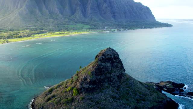 aerial view mokolii chinaman's hat kualoa point hawaii - hawaii inselgruppe stock-videos und b-roll-filmmaterial