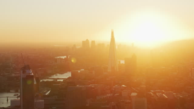 aerial view morning sunrise over london city skyline - international landmark stock-videos und b-roll-filmmaterial