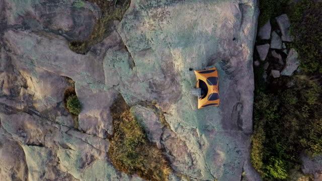 stockvideo's en b-roll-footage met luchtfoto berg tent zonsopgang dageraad op idyllische kamp - richel