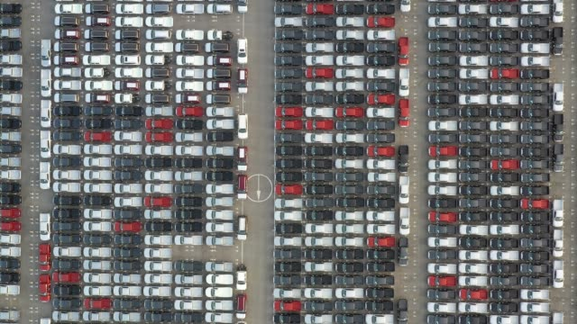 vídeos de stock e filmes b-roll de aerial view new cars lined up in the port for import and export. - grupo grande de objetos