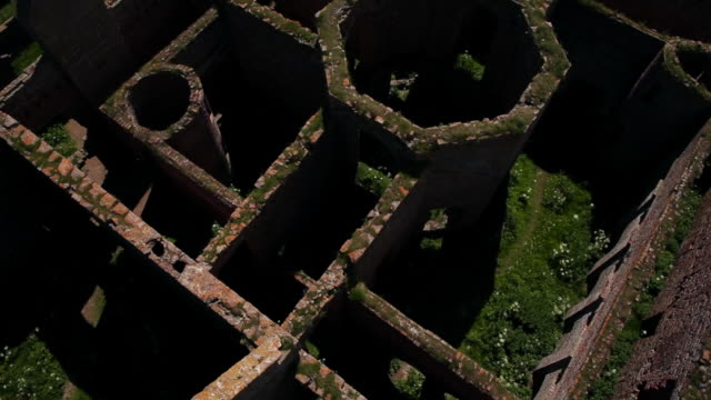 aerial view new slains castle ruins with roofless walls - castello video stock e b–roll