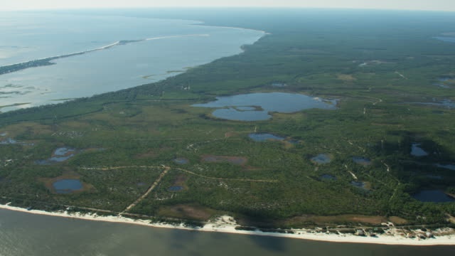 vídeos de stock, filmes e b-roll de aerial view ochlockonee bay landscape rivers and lakes - florida us state
