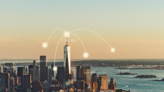 vídeos de stock e filmes b-roll de t/l td aerial view of 5g city / manhattan, nyc - infográfico