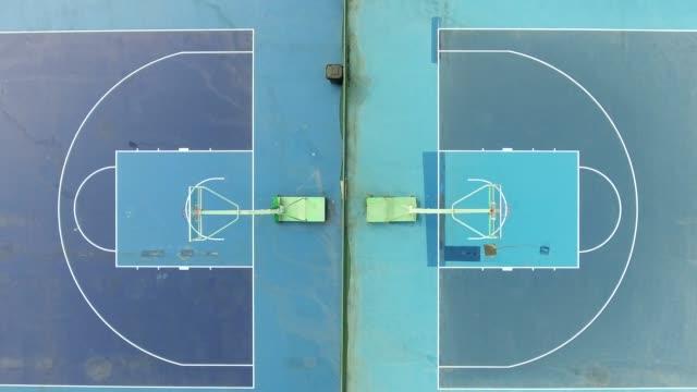 vidéos et rushes de vue aérienne d'un champs de basket-ball en chine - terrain de jeu