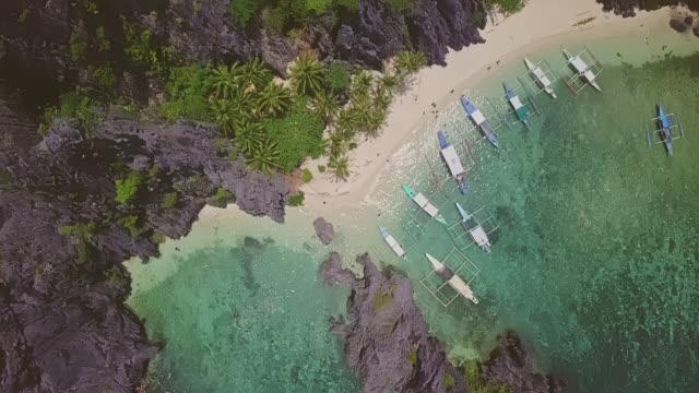 パラワン島、フィリピンの美しいビーチの空撮 - 唯一点の映像素材/bロール