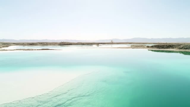 aerial view of a colorful salt lake - リフレクション湖点の映像素材/bロール