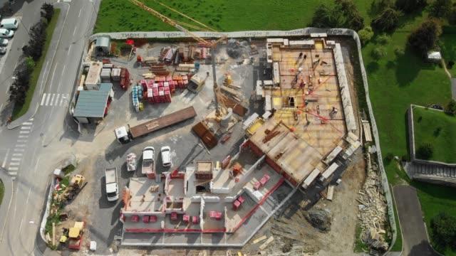 スロベニアの建設現場の空撮 - 高い点の映像素材/bロール