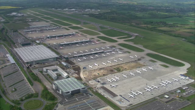 aerial view of a coronavirus testing centre in stansted airport - makeshift stock videos & royalty-free footage
