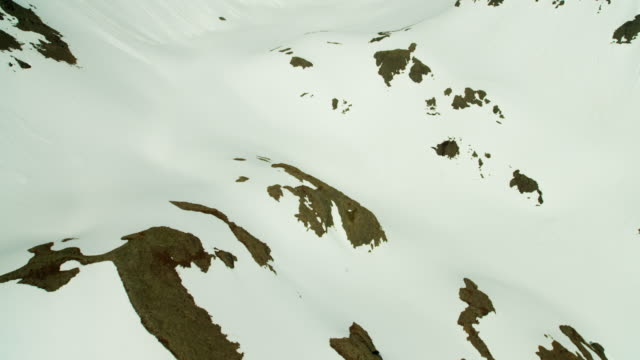 vídeos de stock, filmes e b-roll de aerial view of a frozen landscape alaska usa - eco tourism