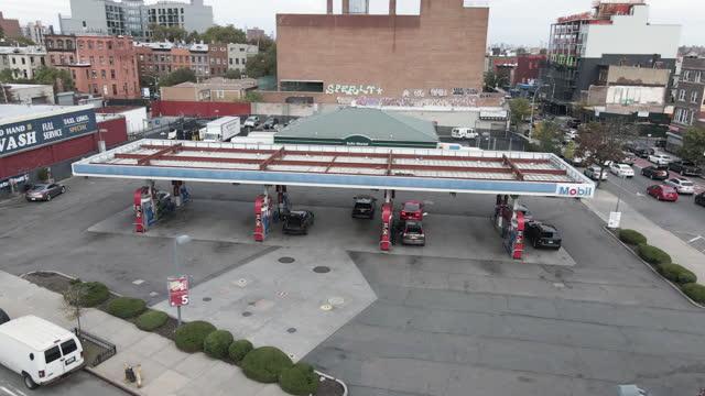aerial view of a gas station in brooklyn, new york city - stazione di rifornimento video stock e b–roll