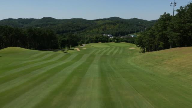 vídeos y material grabado en eventos de stock de aerial view of a golf course in korea - campo lugar deportivo