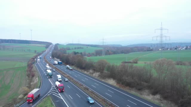 stockvideo's en b-roll-footage met aerial view of a highway in germany - verkeersbord
