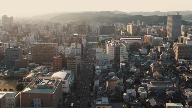 stockvideo's en b-roll-footage met luchtmening van een japanse stad bij zonsondergang - binnenstad